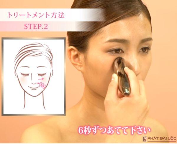 Massage vùng mắt trị thâm quầng xóa nếp nhăn