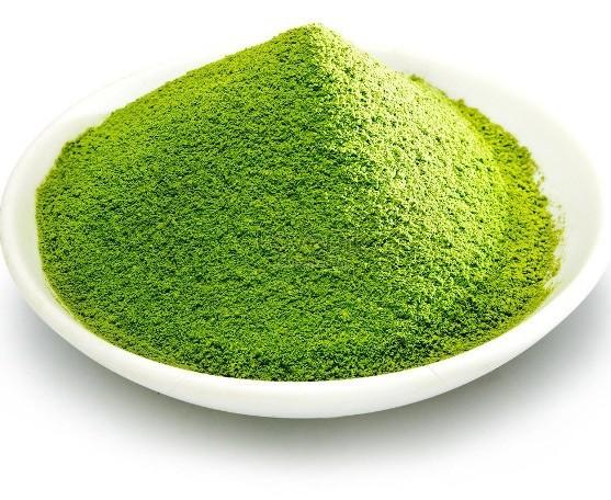 Trong bột trà xanh có nhiều vitamin C, axit citric nên chúng có tác dụng trị mụn hữu hiệu